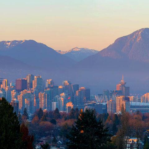 Skyline von Vancouver am Abend, Kanada
