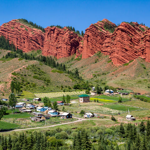 Roter Sieben-Stiere-Felsen in Jety-Oguz, Kirgistan