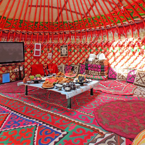 Kommet herein!, Gemütliche Jurte von innen, Kirgistan