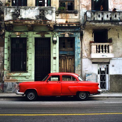 Rotes Auto in Havana, Kuba