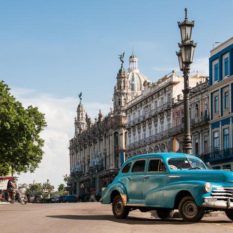 Oldtimer auf dem Plaza de la Revolución, Kuba