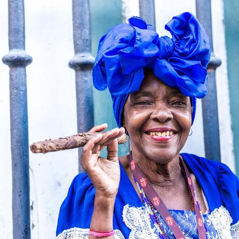 Kubanerin mit Zigarre, Kuba