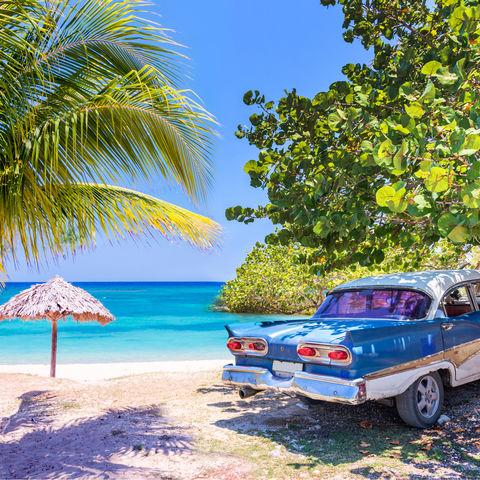 Wie passend für Kuba: Oldtimer trifft auf Traumstrand, Kuba