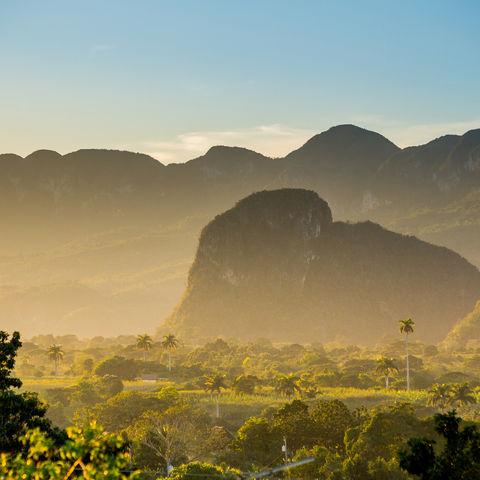 Idyllischer Sonnenaufgang im Viñales-Tal, Kuba