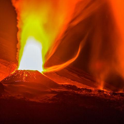 Spektakulärer Vulkanausbruch des Piton de la Fournaise, La Réunion