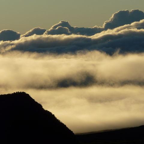 Wolken am Piton de la Fournaise, La Réunion