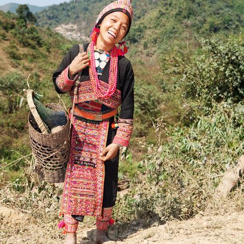 Ein Lachen, das die Welt verändern kann! Frau vom Bergvolk der Akha, Laos