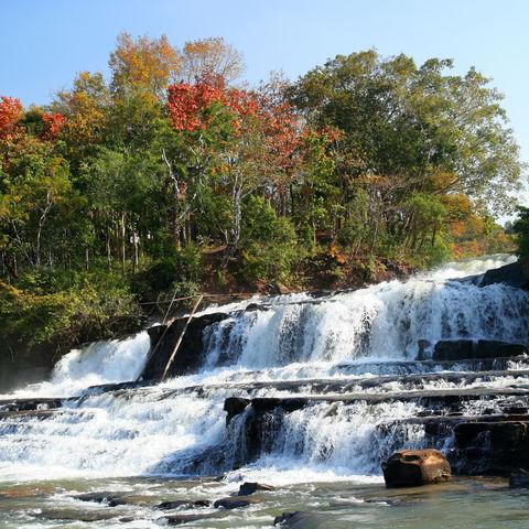 Tad Lo Wasserfall auf dem Bolaven-Plateau, Laos