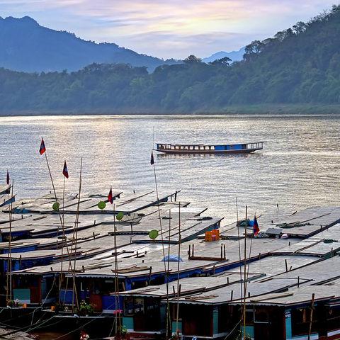 Boote auf dem Mekokng in Luang Prabang, Laos