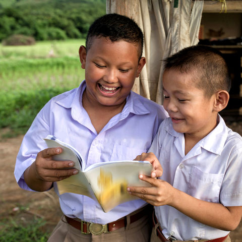 Lernen macht Spaß!, Laotische Schuljungen, Laos