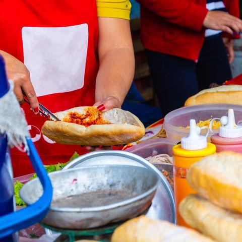 Typisches Street Food in Laos: Französische Baguettes, Laos