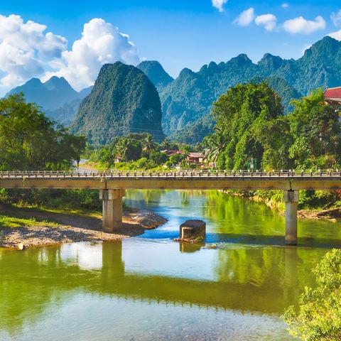 Nam Song Fluss in Vang Vieng © Olga Khoroshunova, Dreamstime.com