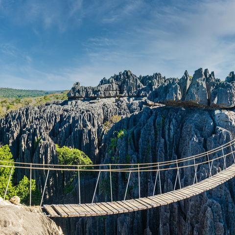 Getrauen Sie sich über diese Hängebrücke? Tsingy de Bemaraha National Park, Madagaskar