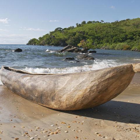 Traditionelles Kanu am Malawi-Lake, Malawi