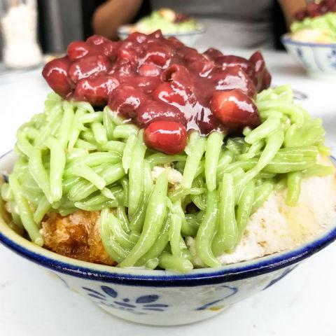 Beliebtestes Dessert Georgetowns: Cendol (Nudeln mit Bohnen, Kokosmilch, Rohrzucker und geraspeltem Eis), Malaysia