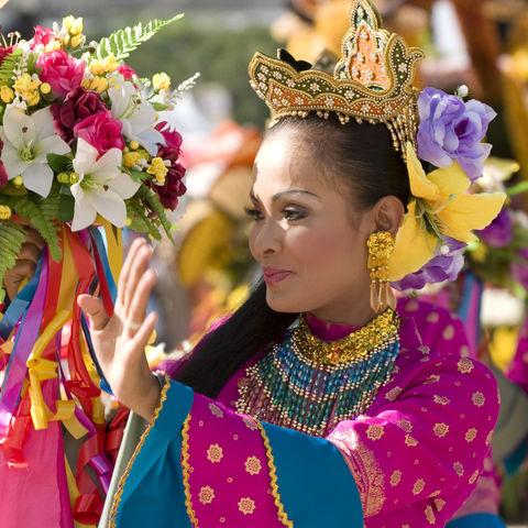 Traditionell gekleidete Frau, Malaysia