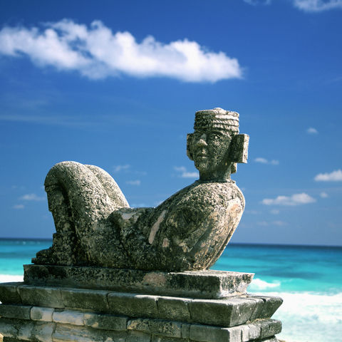 Figur am Strand von Cancun, Mexiko