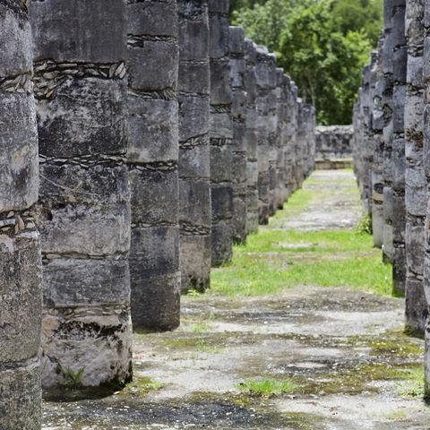 Säulen von Chichén Itzá, Mexiko