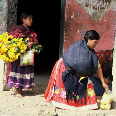 Mexikanerinnen beim Einkauf © Andreas Hilmer, a&e erlebnisreisen