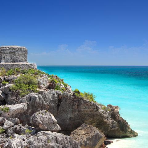 Das karibische Meer überblickend: Maya Ruinen in Tulum, Mexiko