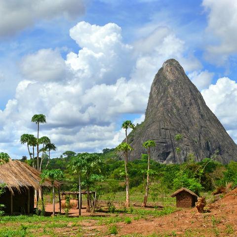 Ist das der Zuckerhut von Mosambik?, Dorf in den Bergen, Mosambik