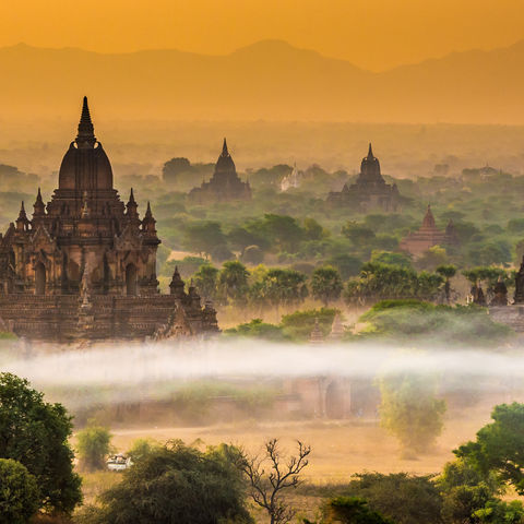 Bagan im Nebel, Myanmar