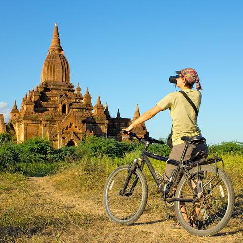 Mit dem Rad zum Bagan-Tempel © Denis Trofimov, Dreamstime.com