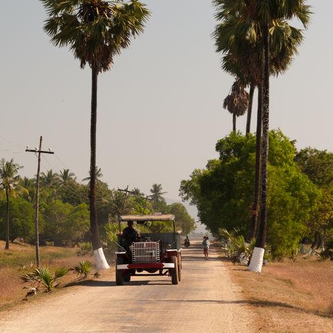Straße auf der Bilu Insel