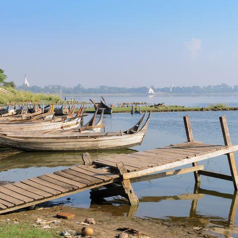 Boote am Ufer, Myanmar