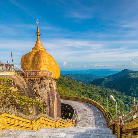 Myanmars Pilgerziel Nummer 1: Der Goldene Felsen von Kyaikhtiyo, Myanmar