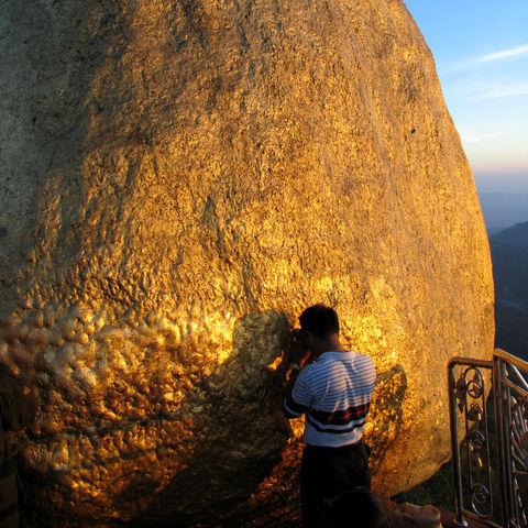 Beten am Goldenen Felsen, Myanmar