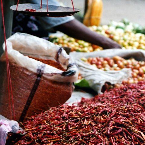 Rote Chilis auf einem Markt in Heho, Myanmar