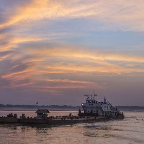 Sonnenuntergang auf dem Irrawaddy-Fluss, Myanmar