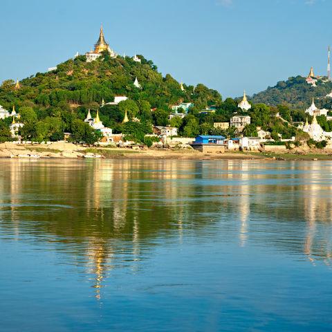 Blick auf die Pagoden von Mandalay