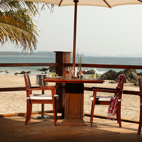 Dinner direkt am Strand im Bayview Beach Resort, Myanmar