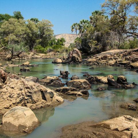 Ruhiges Kunene Flussbett, Namibia