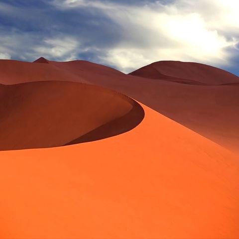 Rote Sanddüne in der Namib Wüste, Namibia