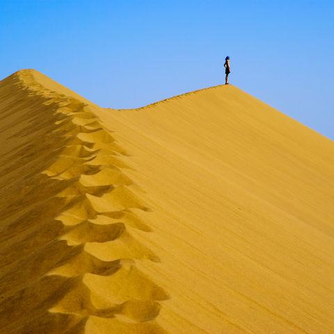 Auf einer großen Sanddüne, Namibia