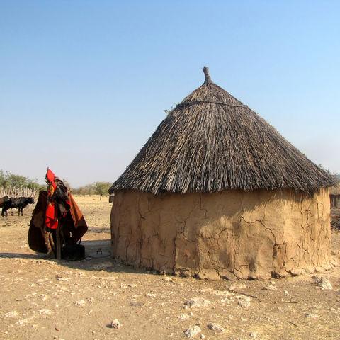 Typische Rundhütte der Himba, Namibia