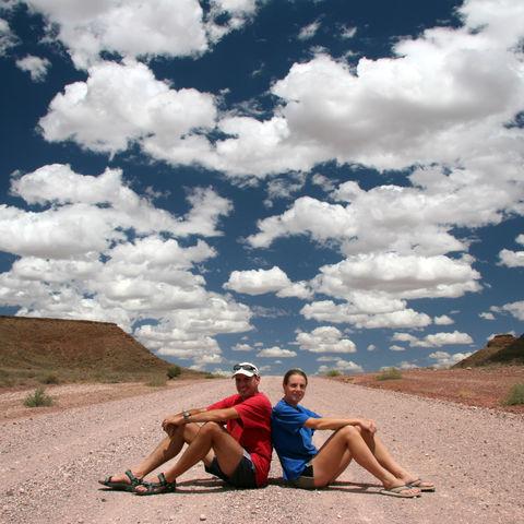 Touristen auf einer Schotterstraße, Namibia