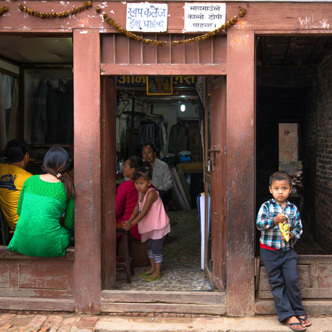 Kinder in den Straßen, Nepal