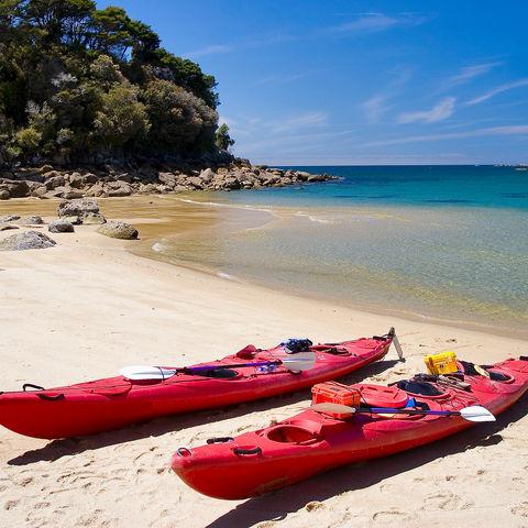 Kayaks im Abel-Tasman-Nationalpark, Neuseeland