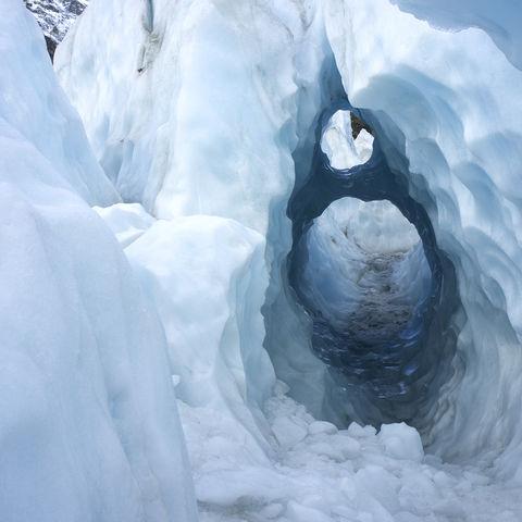 Natürlicher Eistunnel am Franz Josef Gletscher, Neuseeland