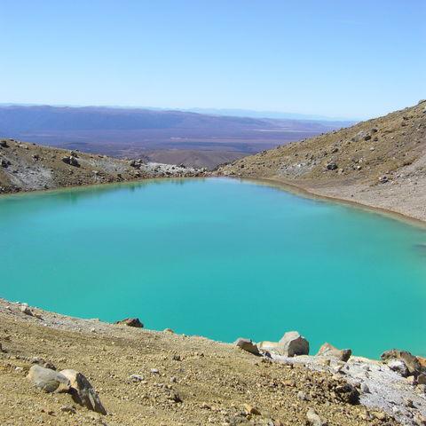 Kontrastreiche Kraterseen im Tongariro Nationalpark, Neuseeland