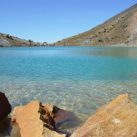 Klarer türkiser See im Tongariro-Nationalpark, Neuseeland
