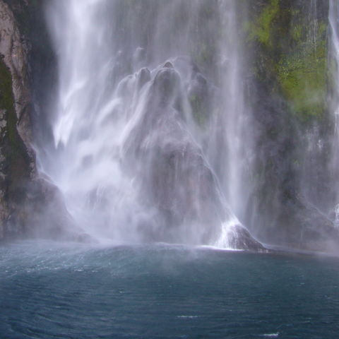 Wasserfall im Milford Sound, Neuseeland