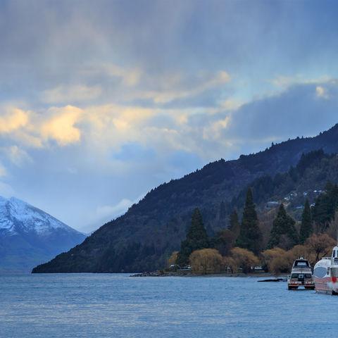 Schiffe am Wakatipu-See, Neuseeland