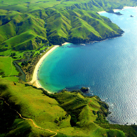 Beliebter Surfstrand: Taupo Bay, Neuseeland