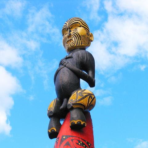 Traditionelle Maori-Schnitzerei, Neuseeland