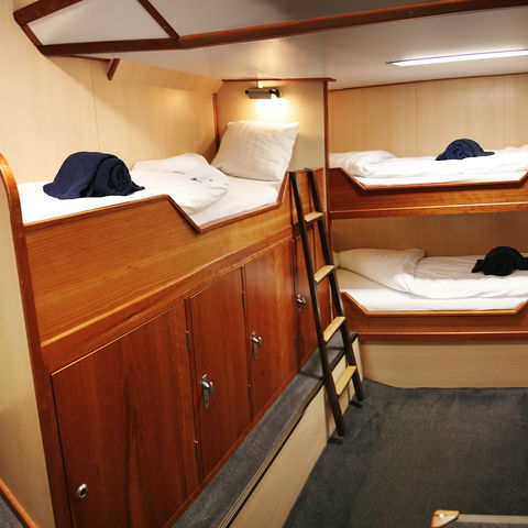 3-Bett-Kabine mit Bullauge auf der Rembrandt van Rijn, Norwegen